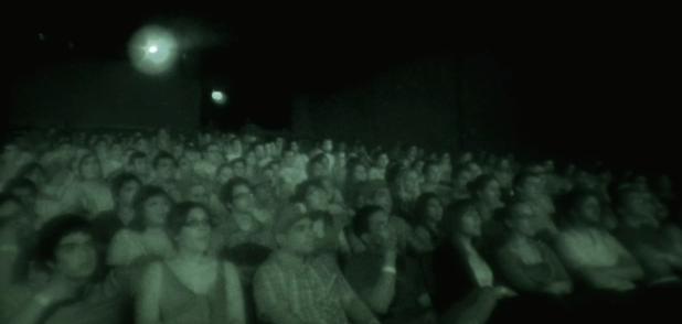 Publikum ser Paranormal Activity