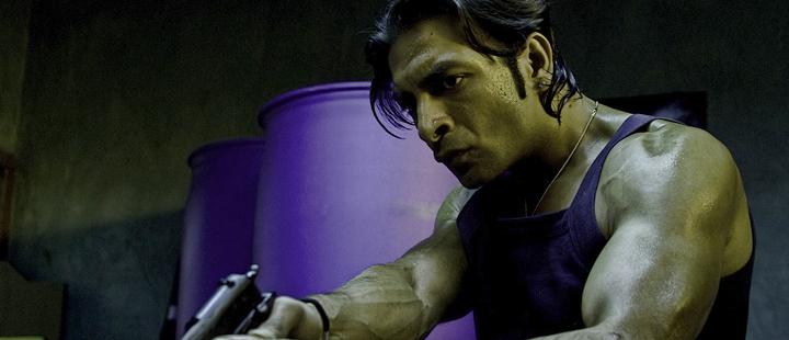 Leon Bashir i «Tomme tønner» (2010)