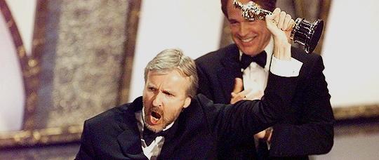 James Cameron får Oscar for Titanic