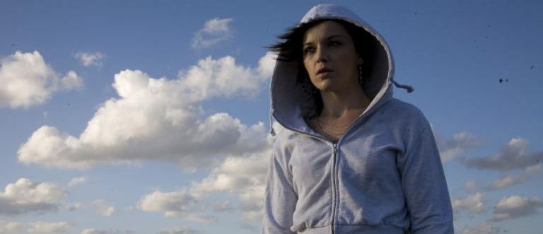 Katie Jarvis som Mia
