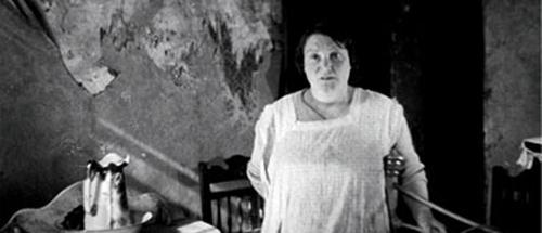 Housing Problems, Edgar Anstey og Arthur Eltons dokumentarfilm fra 1935, viser kimene til det vi i dag kjenner som «talking heads».