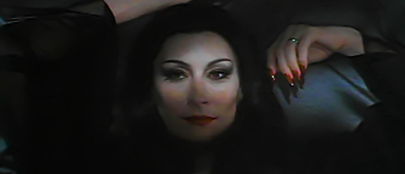 Anjelica Huston som Morticia Addams