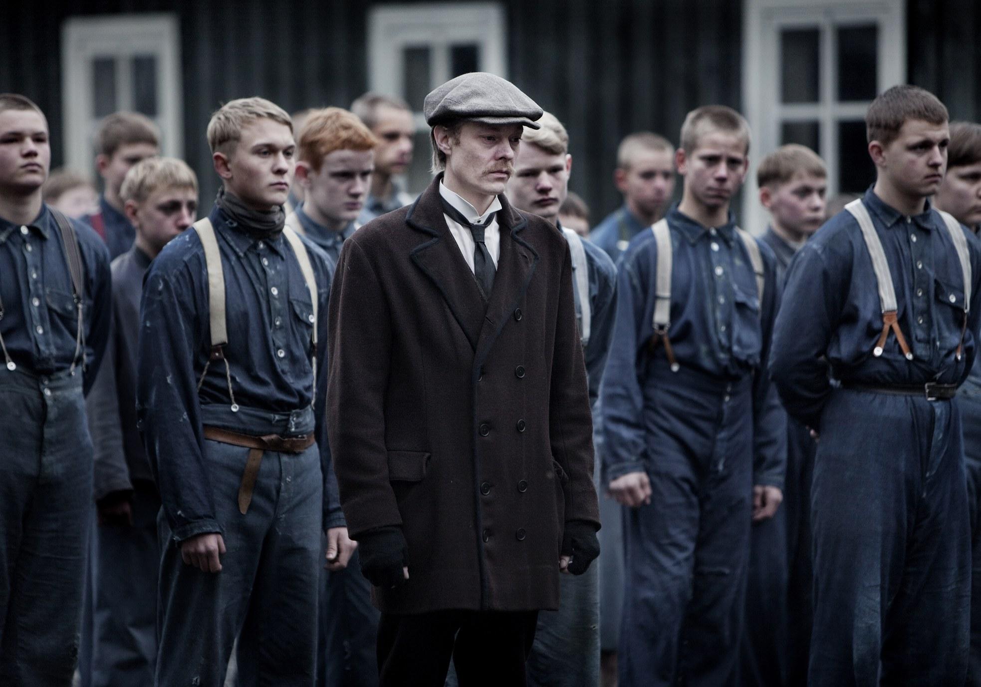 Kristoffer Joner begår sin beste rolle sålangt i karrieren, mens Trond Nilssen imponerer som debutant foran kamera
