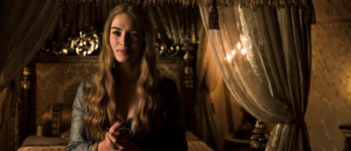 Dronning Cersei (Lena Headey) gleder seg til litt sengekos