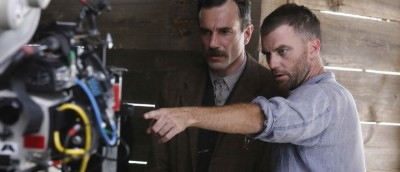 Paul Thomas Anderson, her avbildet med Daniel Day Lewis under innspillingen av «There Will Be Blood».