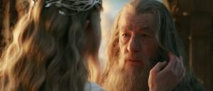 akutt-stapels-i-mote-med-hobbiten-trailer