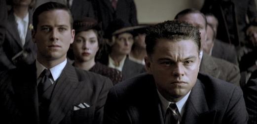 Leonardi DiCaprio forsøker desperat å sjonglere fokusert, kjekk og bittelitt provosert