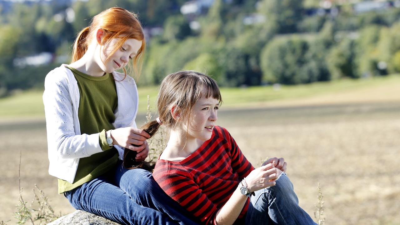 Maria Annette Tanderø og Aurora Bach Rodal i «Jørgen + Anne = sant»
