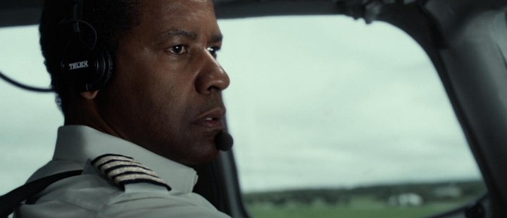 Robert Zemeckis' Flight starter fantastisk, men mister høyde underveis