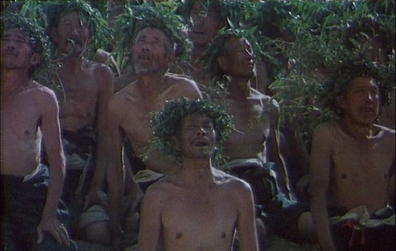 ... i konstrast til det uiagerende regnritualet helt i slutten av filmen.