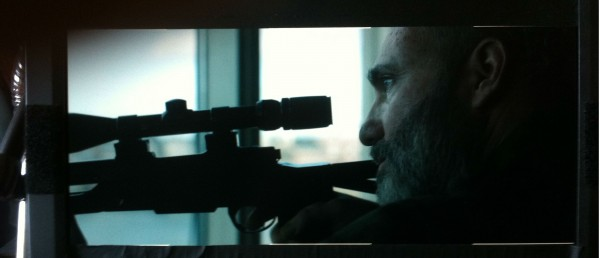 Kim Bodnia lader geværet i fersk trailer for danske Skytten