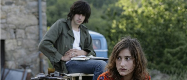 Amerikansk trailer til Olivier Assayas' snart norgesaktuelle Etter revolusjonen