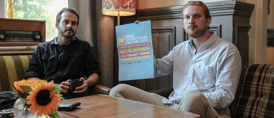 Endre Solhjem Knutsen (v) og Olav Friisberg Larssen (h) samarbeider om rollene som sjef og programansvarlig under årets utgave av Norsk Studentfilmfestival