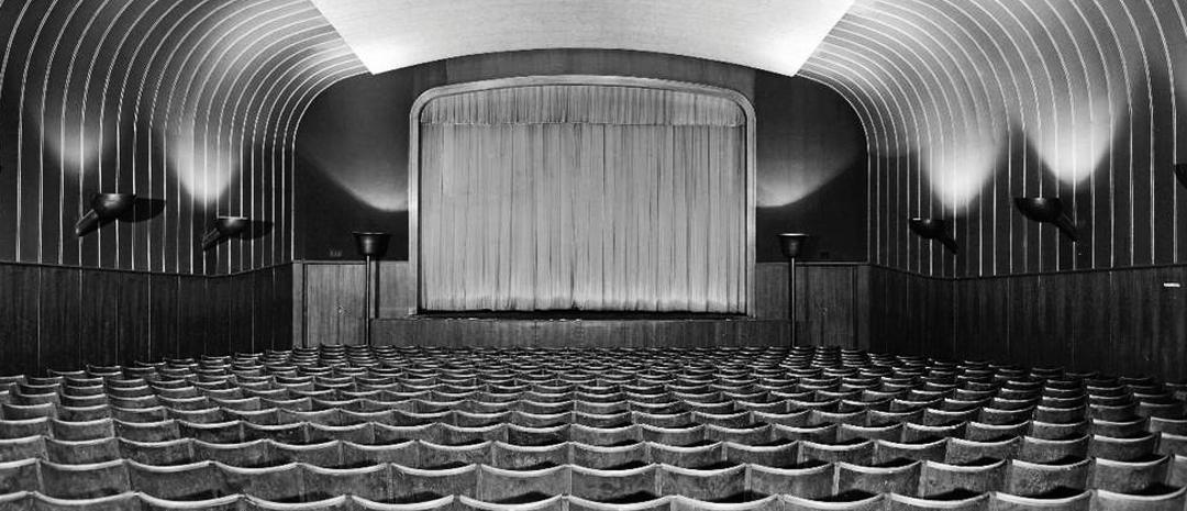 Ringen kino da det lå på Carl Berners plass i 1988. Foto av L. Ørnelund/Oslo museum.
