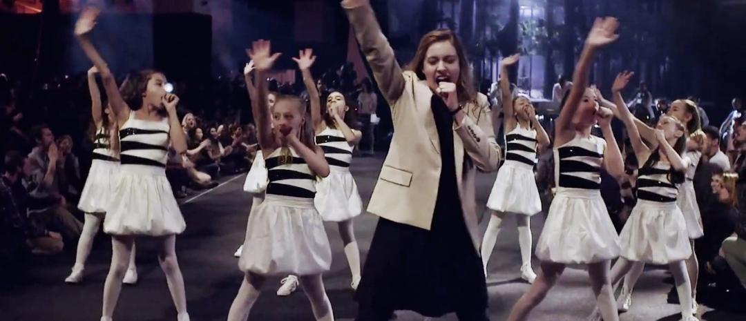 Se Spike Jonzes live-musikkvideo for Arcade Fires Afterlife med Greta Gerwig