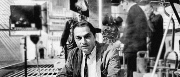 Den legendariske produksjonsdesigneren Ken Adam gjester Goldfingers 50-årsjubileum på Kino Victoria