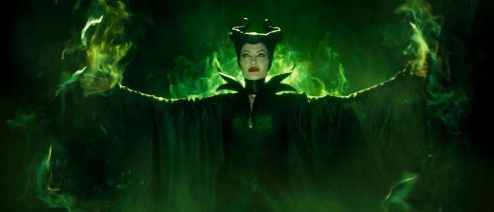 Angelina Jolie trollbinder som Maleficent – et feministisk CGI-eventyr