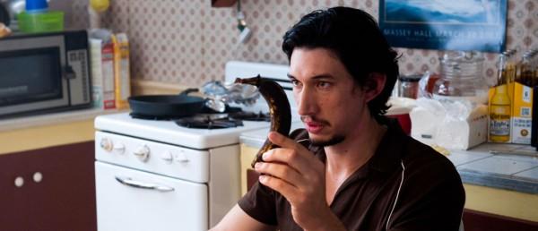 Adam Driver med en gammel banan i «What if».