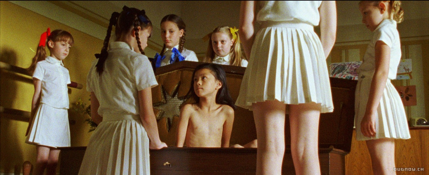 aFrysbilde fra Lucile Hadzihalilovic' «Innocence», 2004