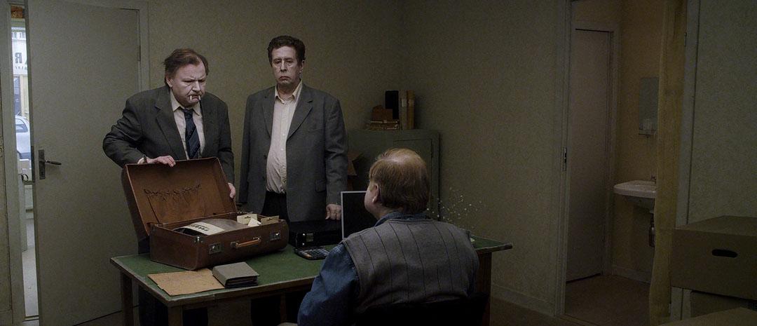 Filmfrelst #154: Venezia 2014 – Roy Anderssons En due satt på en gren og funderte over tilværelsen