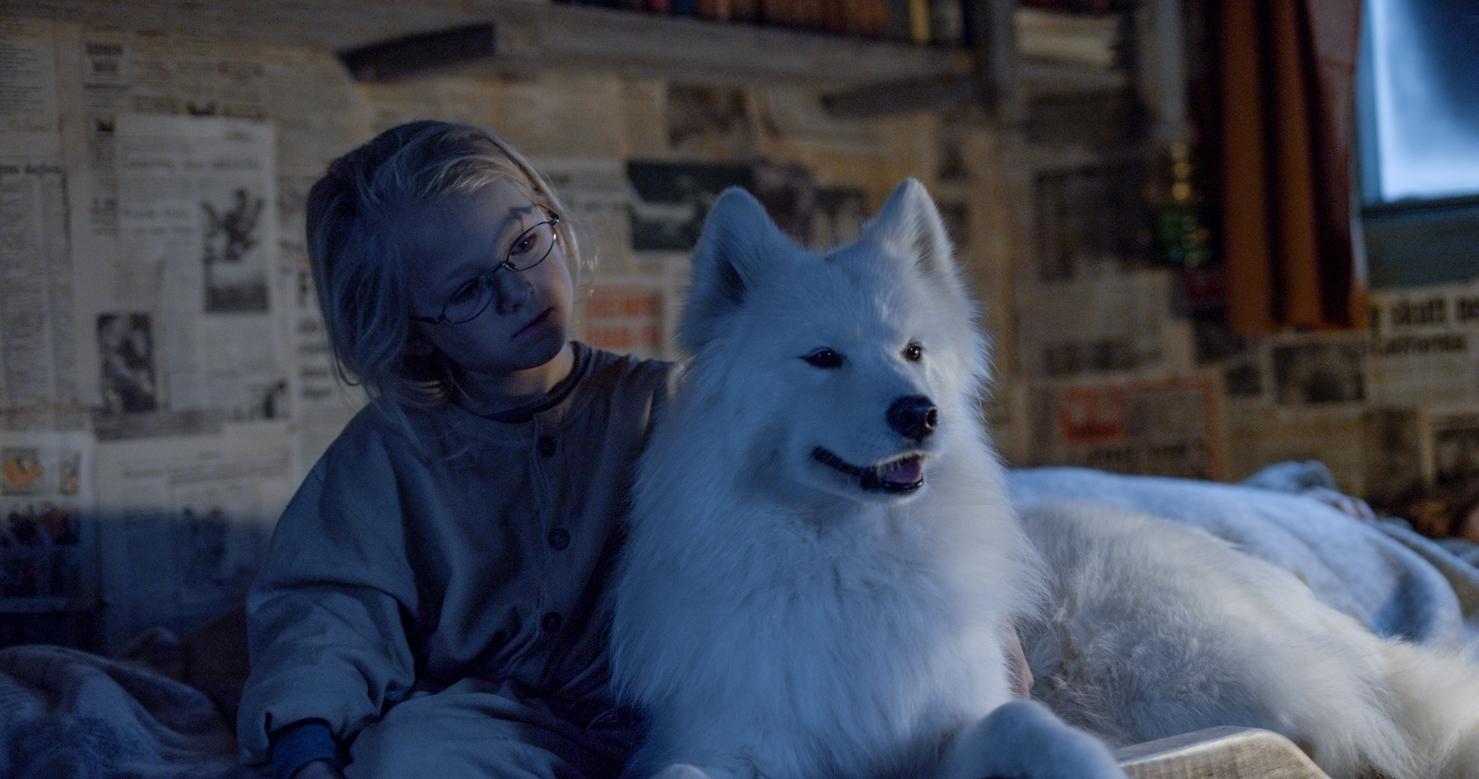 Ida i hytta - med polarhund.