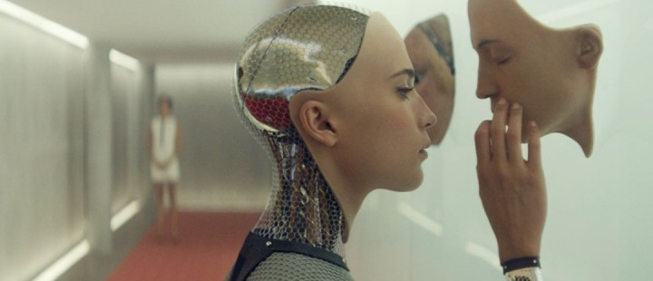 Suggererende trailer til The Beach-forfatter Alex Garlands sci-fi Ex Machina
