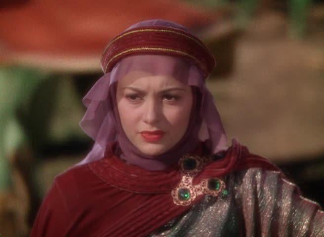 Marion skifter stadig antrekk i løpet av filmen, noe som aksentuerer karakterens utvikling.