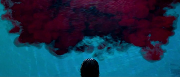 Uhyggen brer om seg i den fantastiske første traileren til horror-perlen It Follows
