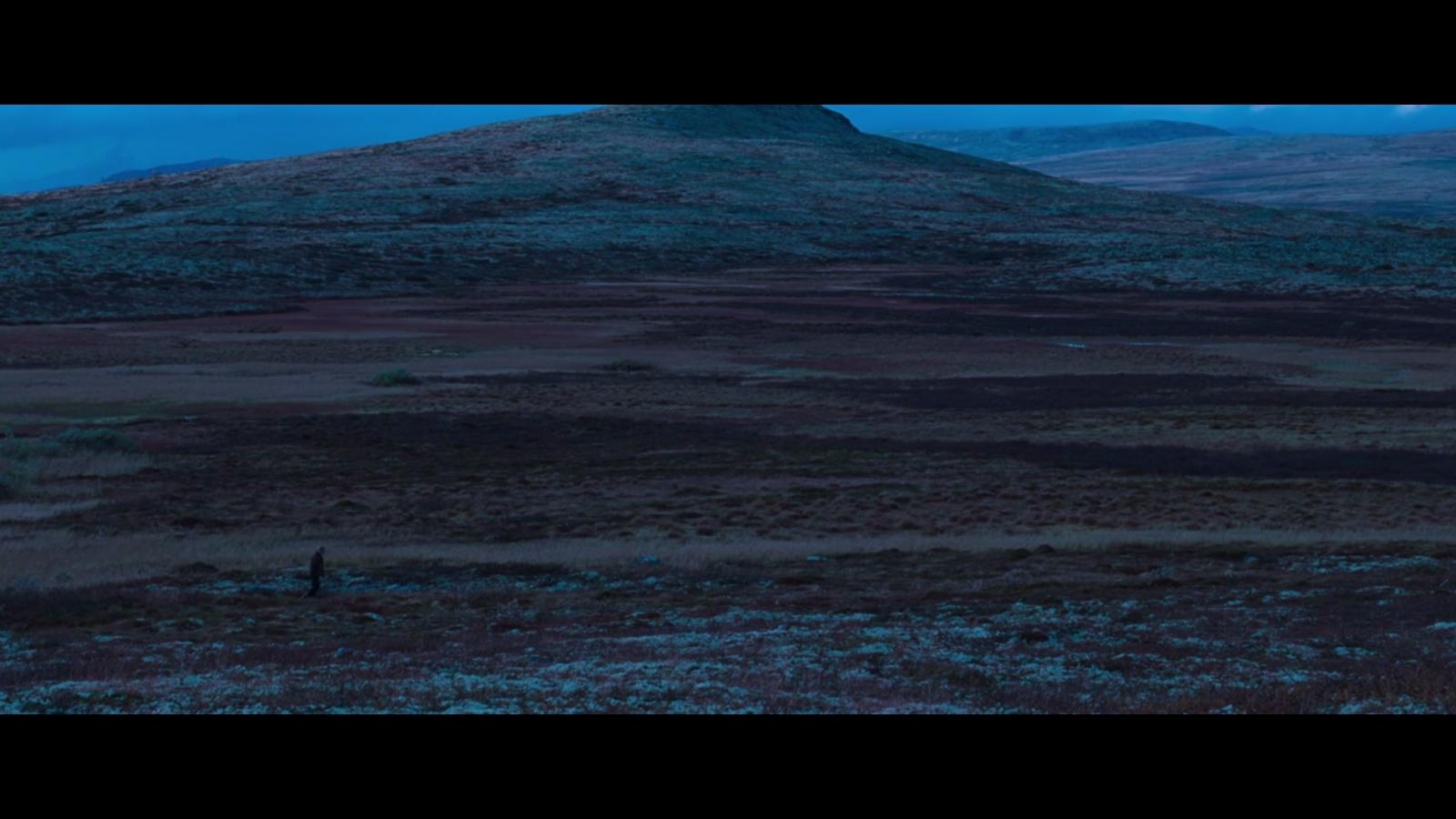 ...er horisontale, lagdelte bilder som tilsammen utgjør tomrommet/labyrinten brødrene orienterer seg gjennom.
