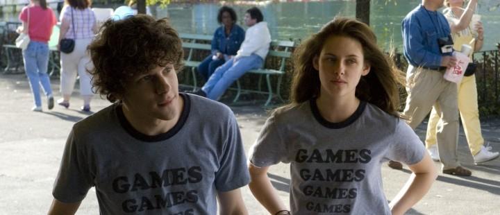 Jesse Eisenberg og Kirsten Stewart sammen i «Adventureland» (2009).