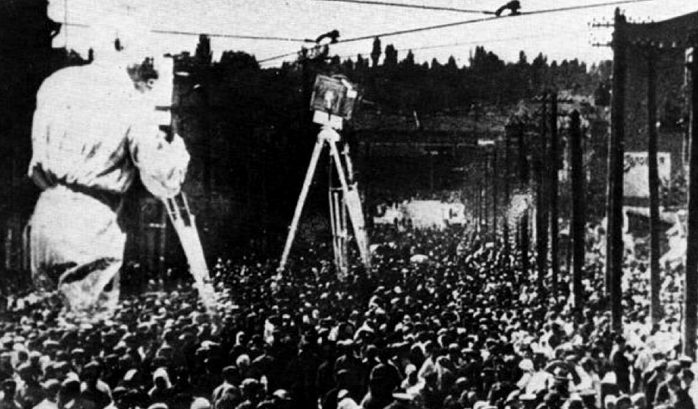 The Man With a Movie Camera (Dziga Vertov)