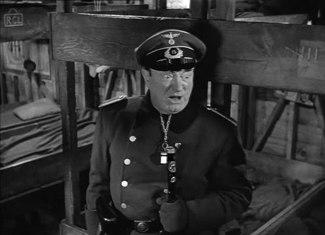 Fangevokter Schulz, en av filmens unyanserte karikaturer.