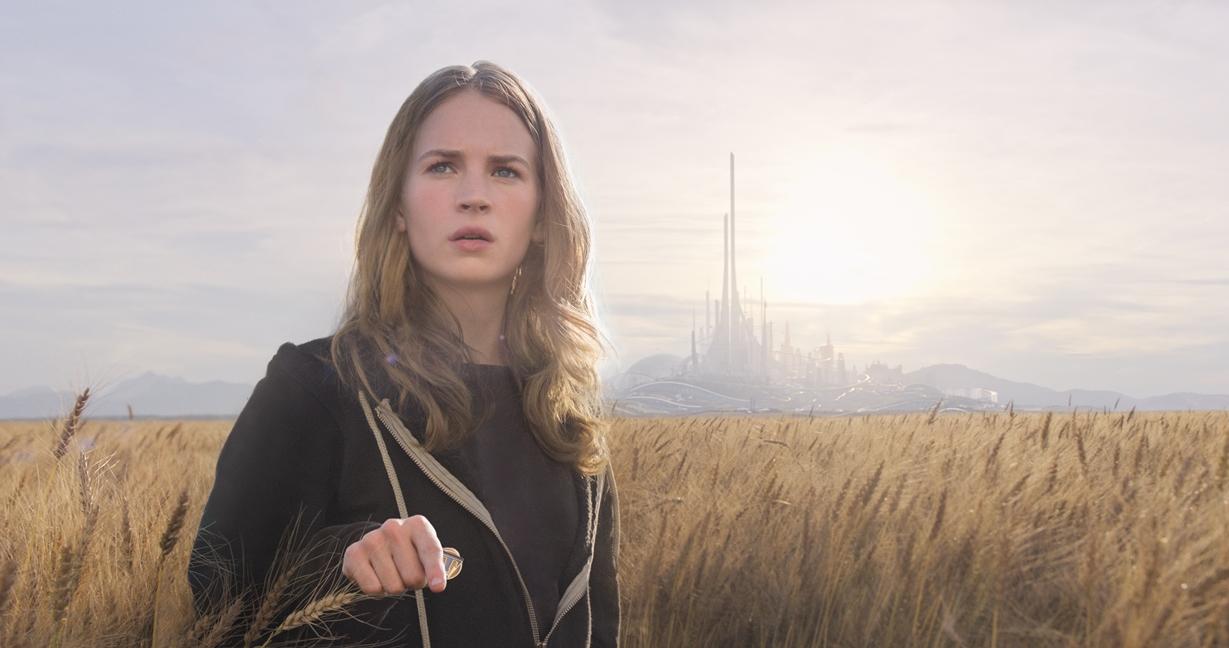 Casey Newton (Britt Robertson)  i et av hennes første møter med Tomorrowland.