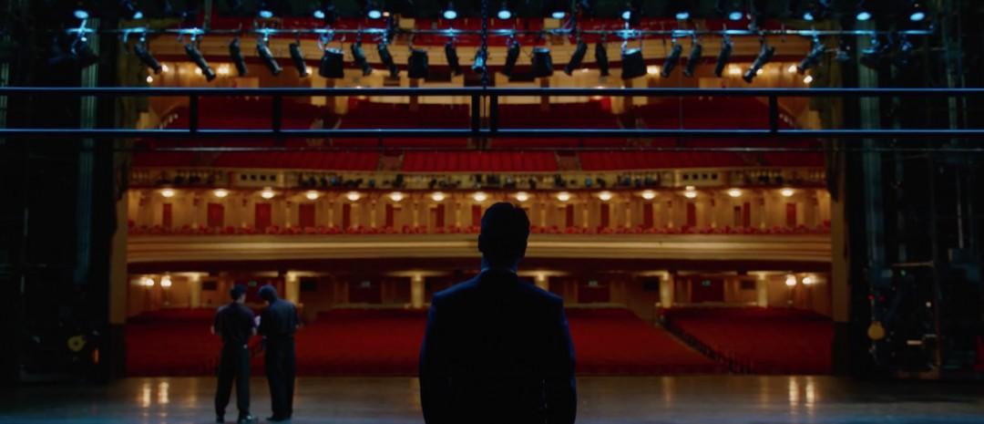 Se Michael Fassbender innta scenen i fersk teaser til Danny Boyles Steve Jobs