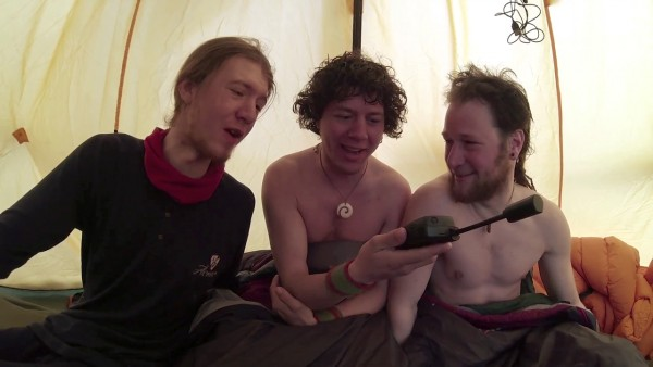 Wegge-brødrene tar eventyrets strabaser med et smil.
