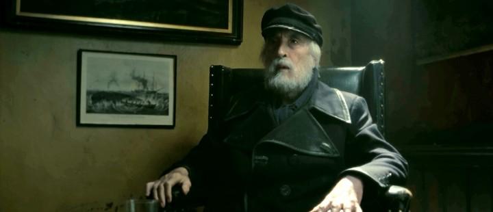 Christopher Lee i en av sine siste roller, som sjømannen Clarney i Tim Burtons «Dark Shadows».