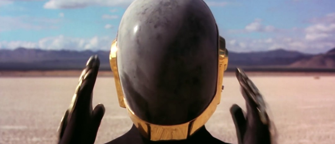 Traileren til dokumentaren Daft Punk Unchained hinter om at duoen kaster maskene