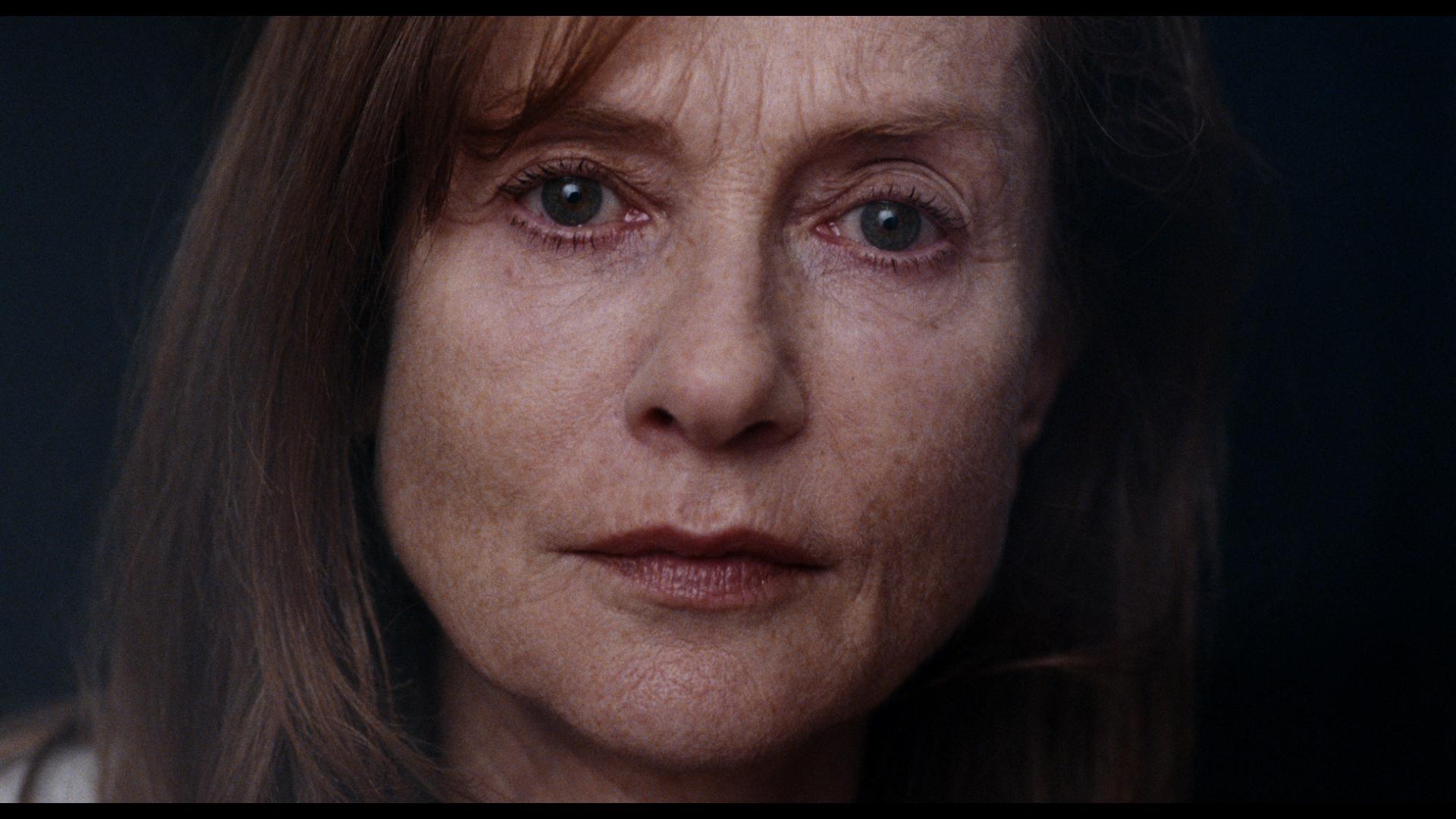 Frysbilde fra det lange nærbildet av Isabelle Huppert i «Louder Than Bombs».