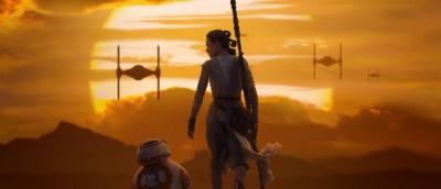 Rey og BB-8 i solnedgang