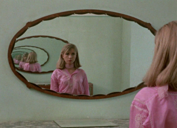 Out 1 RIvette Bulle Ogier mirror