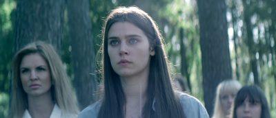 Inga Ibsdotter Lilleaas spiller hovedrollen i «Kvinner i for store herreskjorter».