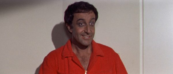 peter-sellers-er-elefanten-i-rommet-nar-blake-edwards-inviterer-til-fest-hoyt-skum-i-hollywood