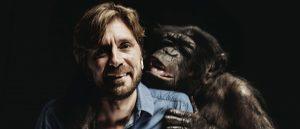 Ruben Östlund og sjimpansen Tiby fra «Rutan».