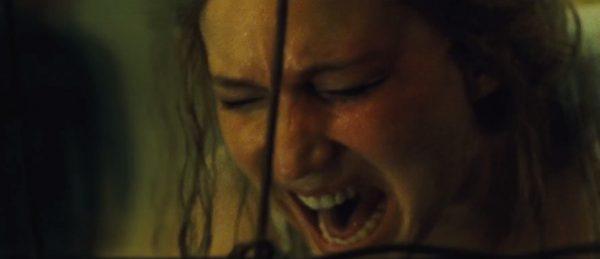 fremmede-banker-pa-doren-i-traileren-til-darren-aronofskys-skrekkfilm-mother