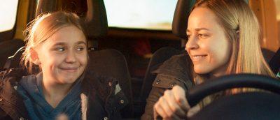 Linnea Skog og Paula Vesala spiller hovedrollene i «Little Wing».