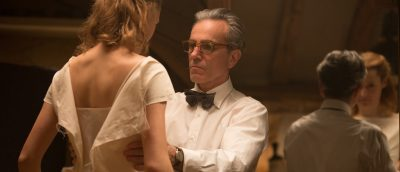 Motens lek med makt og identiteter i Paul Thomas Andersons Phantom Thread