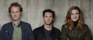 Fra venstre: regissør Jens Lien, med skuespillerne Nicolai Cleve Broch og Krista Kosonen.