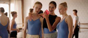 overjordisk-eller-handgripelig-ballett-som-visuelt-verktoy-pa-film