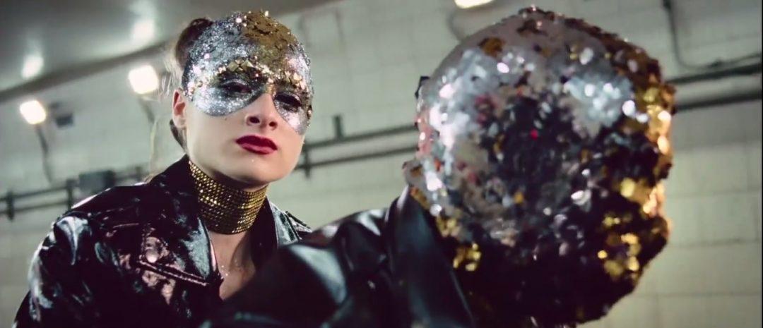 Se traileren til Brady Corbets mesterverk Vox Lux med Natalie Portman som popstjerne
