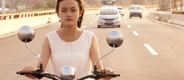 den-kinesiske-regissoren-vivian-qu-stiller-vanskelige-sporsmal-med-angels-wear-white